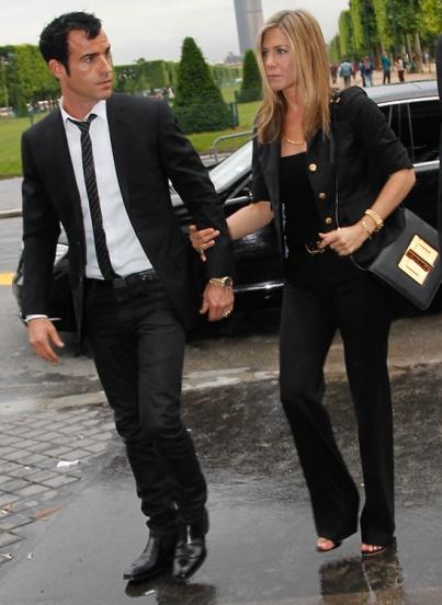 Jennifer-Aniston-Tom-Ford-Bag-Gold-Middle
